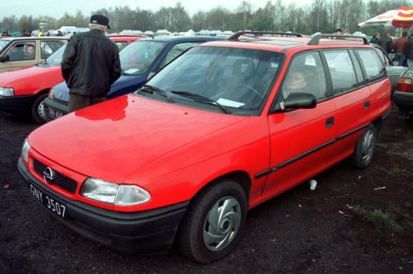 Kiedyś giełdę w Pruszczu Gdańskim dosłownie zalewali handlarze samochodów. Obecnie na placu można spotkać 20-30 aut na sprzedaż.