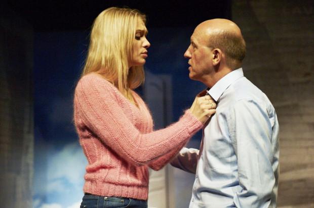 """Czy miłość jest tylko dla młodych? W walentynki odpowiedzi na to pytanie poszukać można w komediowym spektaklu """"Old Love"""" z udziałem znanych i lubianych aktorów."""