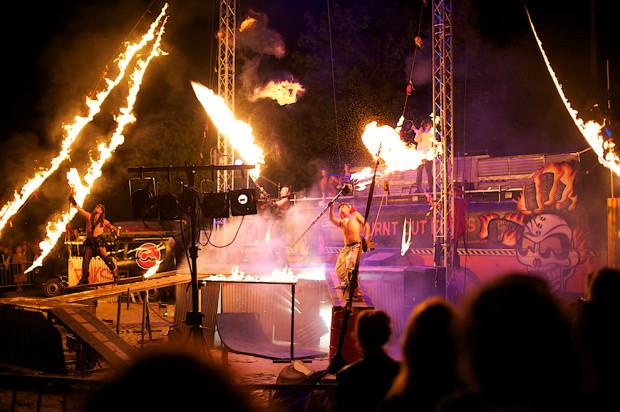 Feta wraca na bastiony, Dolne Miasto i Stare Przedmieście, a jednym z prawdopodobnych wykonawców są szaleni Szwedzi z Burnt Out Punks, którzy lubią bawić się zapałkami i miotaczami płomieni.