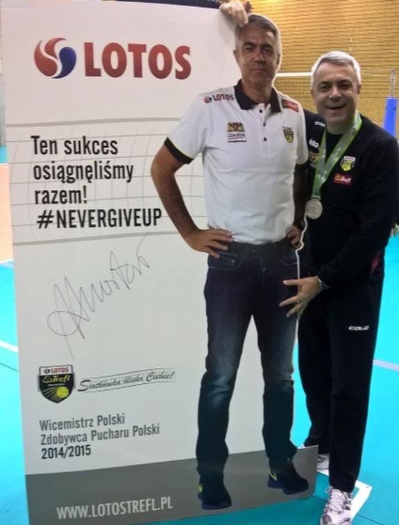 Lotos Trefl na aukcję WOŚP przekazał m.in. 2-metrowy tekturowy stand z podobizną Andrei Anastasiego oraz srebrny medal PlusLigi.