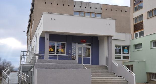 W budynku nadal funkcjonuje szkoła podstawowa i gimnazjum.