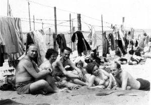 Plaża w Brzeźnie w latach pięćdziesiątych XX wieku.