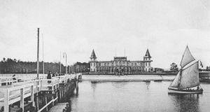 Hala Plażowa od strony mola i plaży (1905).