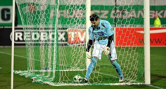 Paweł Kapsa tylko raz wyciągał piłkę z siatki.
