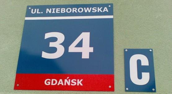 Mieszkańcy bloku przy ul. Nieborowskiej 34 są już właścicielami swoich mieszkań, teraz czekają na wyrok sądu w sprawie osób, które sprawiły, że przez lata musieli walczyć o swoje.