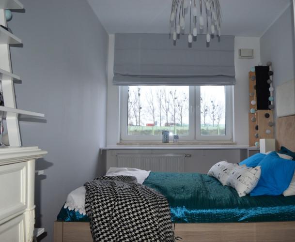 Rolety zapewniają mieszkańcom prywatność, chronią przed słońcem i wysoką temperaturą. Dodatkowo są elementem wystroju wnętrza.