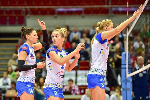 """Katarzyna Zaroślińska (nr 18) zdobyła tytuł MVP, ale gra PGE Atomu Trefla uległa poprawie, gdy do """"6"""" weszły także: Maret Balkestein-Grothues (2) i Zuzanna Efimienko (8)."""