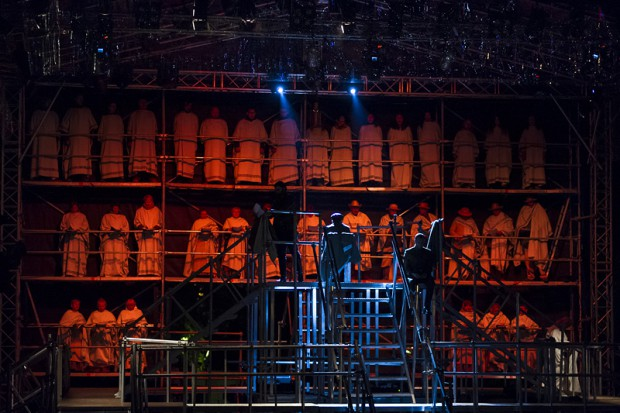 """W spektaklu """"Antyhona"""", inaugurującym Tydzień z Teatrem Dramatycznym w reżyserii Agnieszki Korytkowskiej-Mazur, występuje m.in. chór mieszkańców Białegostoku."""