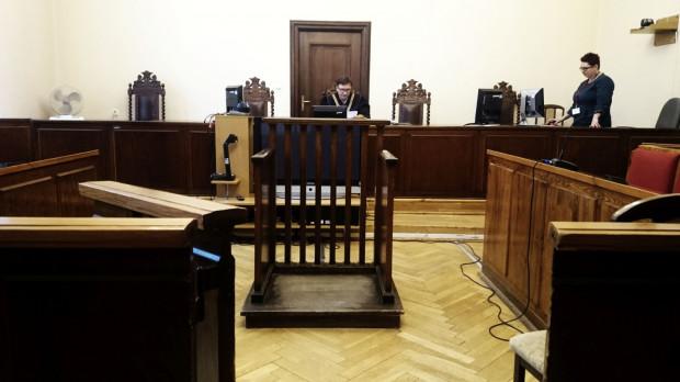 Wyrok sąd odczytał na praktycznie pustej sali - nie stawił się ani oskarżony, ani jego obrońcy, ani też prokurator i większość oskarżycieli posiłkowych.