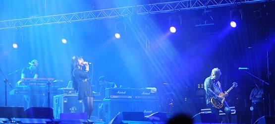 """Nina Hagen zaśpiewała kilka swoich utworów i trochę coverów. Po jej występie słychać było brawa, ale przede wszystkim skandowanie: """"Myslovitz, Myslovitz""""."""