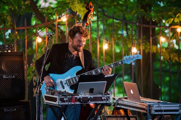 Olo Walicki jest kuratorem części muzycznej, podczas której zaprezentowane zostaną nowe aranżacje utworów nominowanych artystów. Zagra je trzynastoosobowy zespół złożony z trójmiejskich muzyków.