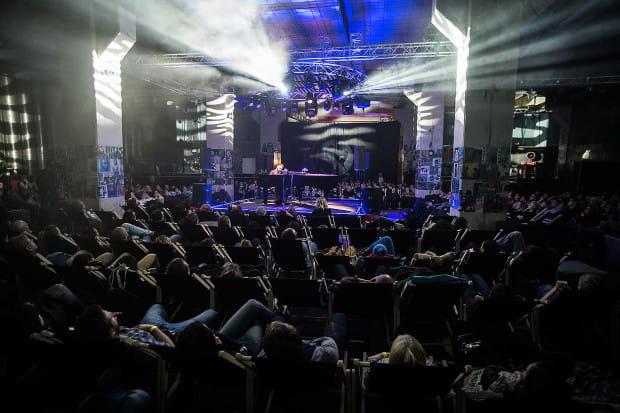 Podczas imprezy goście będą siedzieć na leżakach ustawionych w przestrzeni klubu B90.