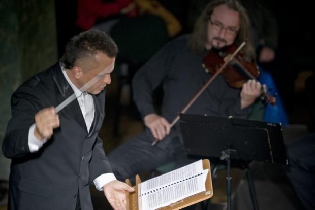 """""""Mestro... nie tylko skrzypiec"""" to cykl, który Filharmonia Bałtycka włączyła do swojego repertuaru z okazji jubileuszu 70-lecia. W najbliższy piątek, 5 lutego o godz. 19, w podwójnej roli zaprezentuje się Robert Kabara (na zdj.)."""