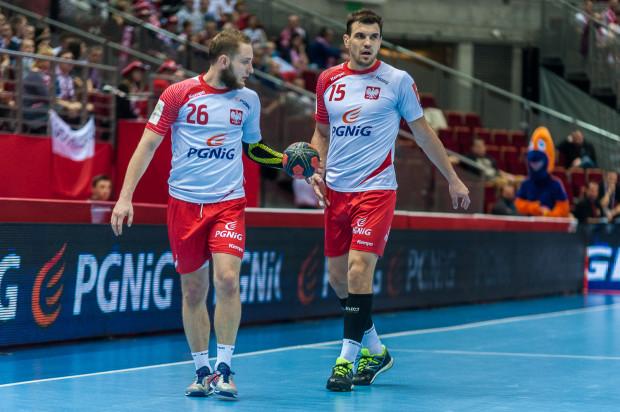 Czy po nieudanych mistrzostwach Europy obecna reprezentacja Polski jest w stanie powalczyć o wyjazd na igrzyska olimpijskie? Na zdjęciu Michał Daszek (nr 26) i Michał Jurecki (nr 15).