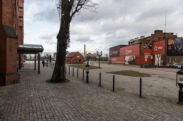 Według planów inwestora, koło widokowe miałoby stanąć w miejsce rozebranego budynku dawnej transformatorowni (po prawej stronie zdjęcia).
