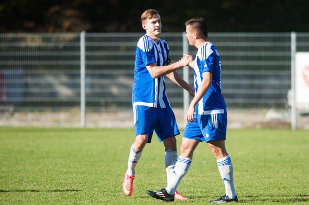 Tomasz Wypij (z lewej) w Bałtyku gra od 1,5 roku, ale dopiero w sobotę obrońca mógł cieszyć się z pierwszego gola, choćby w sparingu.