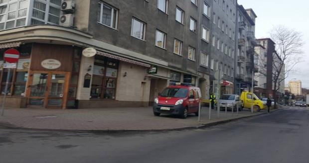 Strażnicy miejscy od rana pilnują okolic Teatru Muzycznego. Samochody zaparkowane w niedozwolonych miejscach są odholowywane.