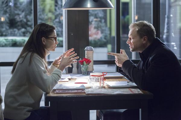 Ania (Agnieszka Więdłocha) i Tomek (Maciej Stuhr) to dwie niemal skrajne osobowości, które decydują się na oryginalną współpracę. Kobieta ma zdawać relacje ze swoich internetowych randek, zaś showman wyśmiewać na antenie ich sens.