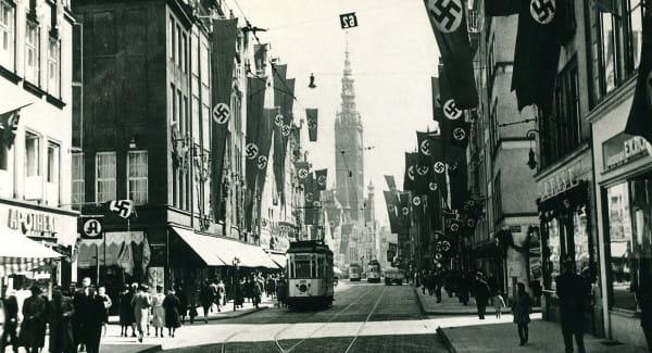 Ulica Długa z tramwajami w 1939 r.