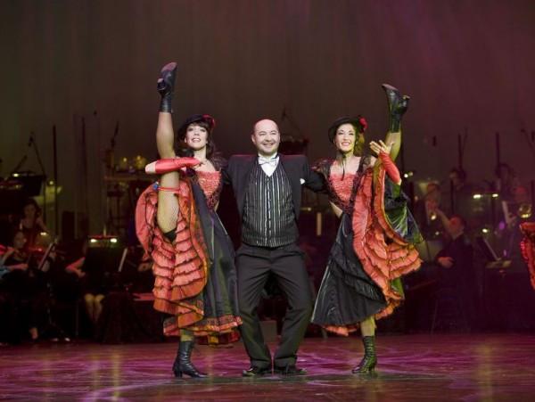 W Teatrze Muzycznym w Gdyni Vilde miała okazje pokazać swoje umiejętności (i przygotować choreografię) do układów tanecznych głównie podczas Koncertów Sylwestrowych. Na zdjęciu po lewej stronie, w towarzystwie Łukasza Dziedzica i Urszuli Bańki.