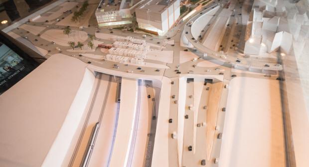 Docelowy układ transportowy w rejonie Węzła Unii Europejskiej. W wykopie kolejowym widoczna jest ul. Nowe Podwale Grodzkie.