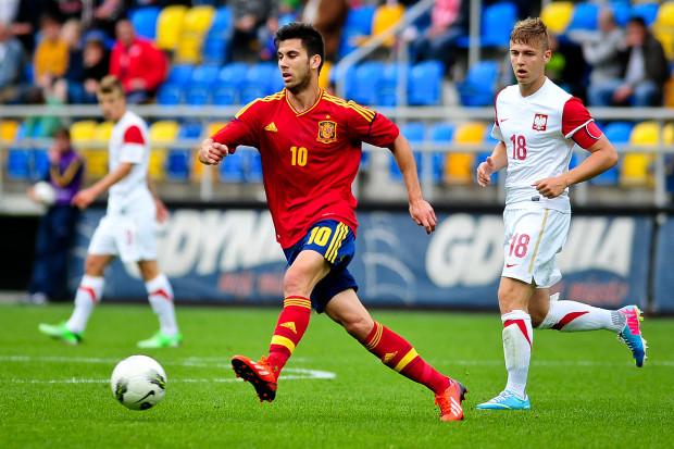 W juniorskiej i młodzieżowej reprezentacji Polski Martin Kobylański zakładał kapitańską opaskę i mierzył się z czołowymi drużynami narodowymi kontynentu jak na przykład z Hiszpanią (na zdjęciu). Czy w Lechii wywalczy sobie równie mocną pozycję?