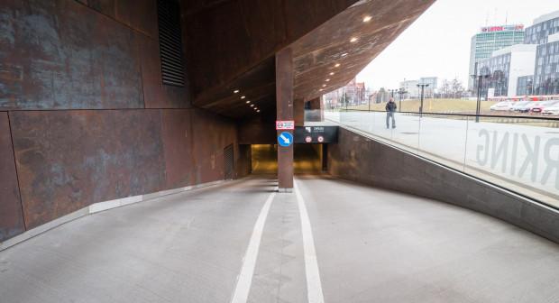 Wjazd do podziemnego garażu wymagał już przebudowy za ok. 100 tys. zł.