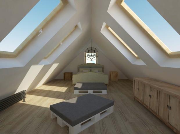 Ozdobne łóżko dobrze komponuje się z komodami umieszczonymi przy skosie.