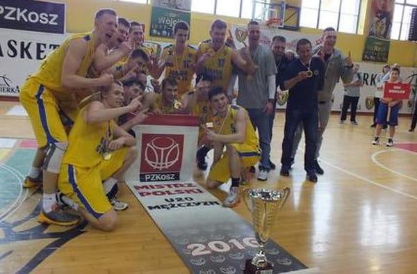 Koszykarze Asseco po wygraniu finału mistrzostw Polski U-20.