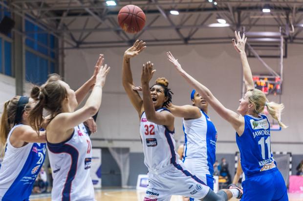 Paris Johnson (nr 32) i jej koleżanki z Basketu nie zdołały odrobić w Lublinie strat, które poniosły w pierwszej, fatalnej w ich wykonaniu kwarcie.