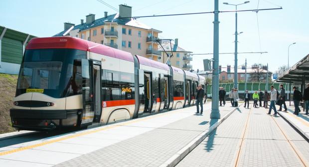 Pierwszy oficjalny przejazd tramwajem do pętli Łostowice Świętokrzyska - 26 kwietnia 2012 r. Kilkanaście dni później trasa została uruchomiona w ruchu liniowym.