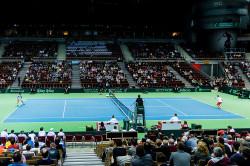 Kort tenisowy w Ergo Arenie.