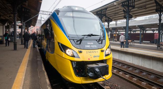 Korekta rozkładów dotknie także pociągi SKM. Nz. najnowszy nabytek spółki - pojazd Newag Impuls, który do liniowej eksploatacji wejdzie w drugiej połowie marca.