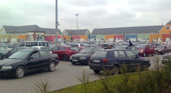 Kierowcy-klienci na ponad godzinę utknęli w korku przed outletem na gdańskich Szadółkach.