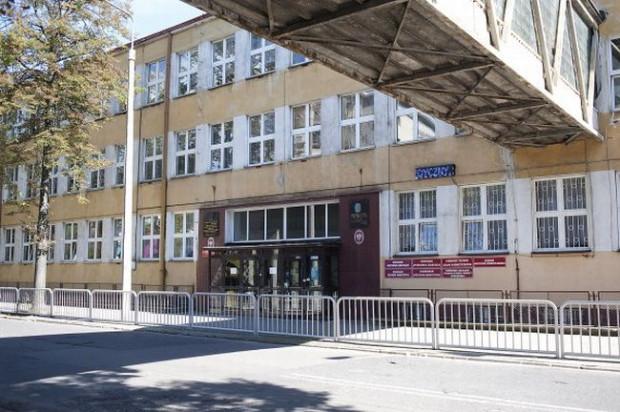 Osiem szkół zlikwidowanych, siedem zespołów szkół rozwiązanych, trzynaście placówek przekształconych - to wynik reformy oświaty przeprowadzony przez gdyńskich urzędników.