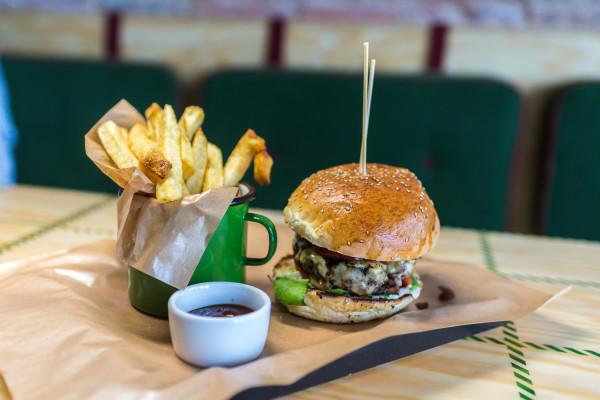 """Carmnik to jedna z najpopularniejszych """"burgerowni"""" w Trójmieście. Nie należy do najtańszych."""