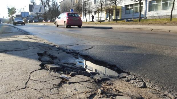 Dziury na ul. Sobieskiego znikną w ciągu najbliższych pięciu miesięcy.