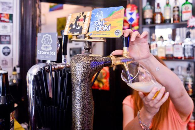 W Czarnej Wołdze napijemy się piwa taniego, ale również kilkudziesięciu rodzajów droższych piw rzemieślniczych.