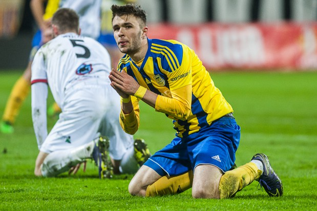 Dariusz Formella po jednej z akcji jeszcze w pierwszej połowie meczu z Zagłębiem Sosnowiec. Jak widać wymodlił gola, który dał remis w doliczonym czasie gry.