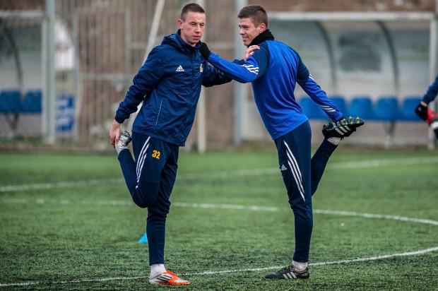 Michał Marcjanik (z prawej) powinien powrócić do podstawowego składu Arki w najbliższym meczu I ligi. Nie wiadomo, czy pozostanie w nim Przemysław Stolc (z lewej).
