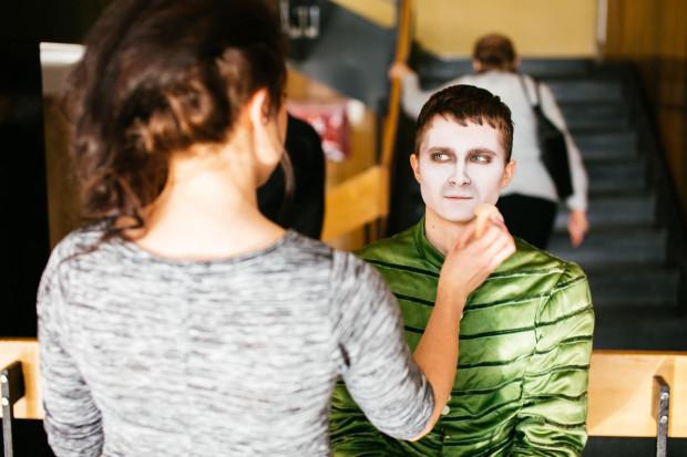 Wśród wielu bezpłatnych atrakcji Drzwi Otwartych są między innymi pokazy charakteryzacji teatralnej. Chętni mogą przekonać się na własnej skórze jak wygląda makijaż sceniczny.