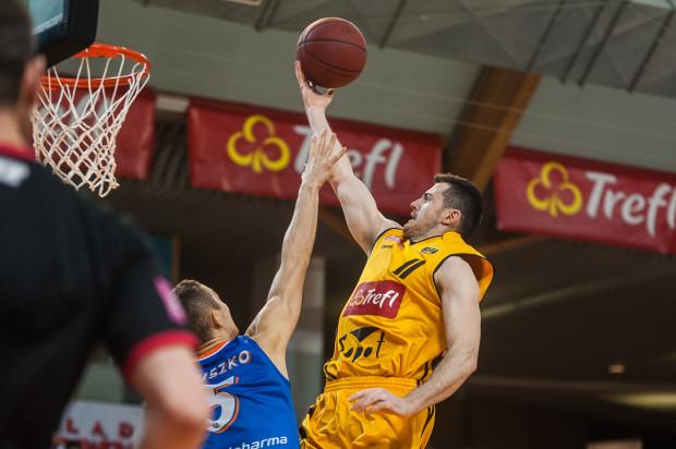 """Josip Bilinovać był w Kutnie najskuteczniejszym koszykarzem Trefla - 13 punktów. Kiedy jednak przebywał na parkiecie Polfarmex zdobył 16 """"oczek"""" więcej niż żółto-czarni."""