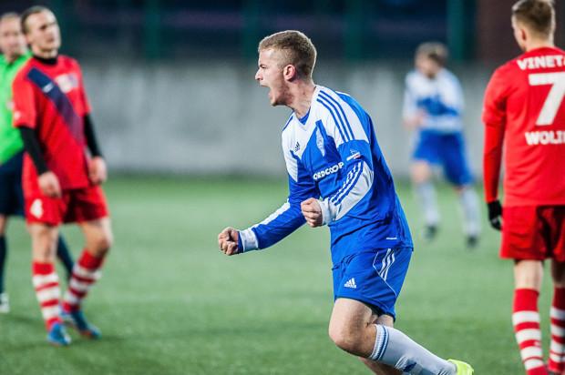 Bohaterem Bałtyku był w meczu z wiceliderem Wojciech Zyska. Najpierw wypracował pierwszego gola, a po przerwie sam ustalił wynik meczu.