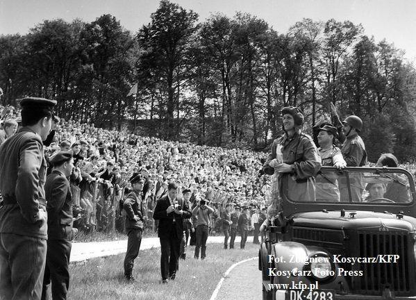 W objazdowym tournee po kraju pancerniacy zawitali też do Trójmiasta. 14 maja 1967 roku na stadionie gdańskiej Lechii</strong> tysiące mieszkańców przyszły zobaczyć telewizyjnych idoli.