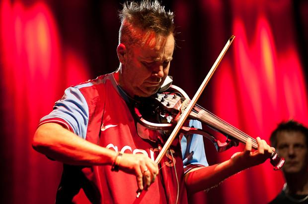 Nigel Kennedy, brytyjski skrzypek, od lat związany z Krakowem, jest uznawany za jednego z wiodących wirtuozów na świecie.