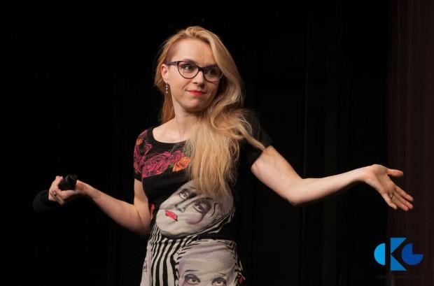 Magdalena Bochan-Jachimek regularnie prowadzi Teatrzyk Bezwstydny i warsztaty teatralne dla dorosłych w Centrum Kultury w Gdyni.