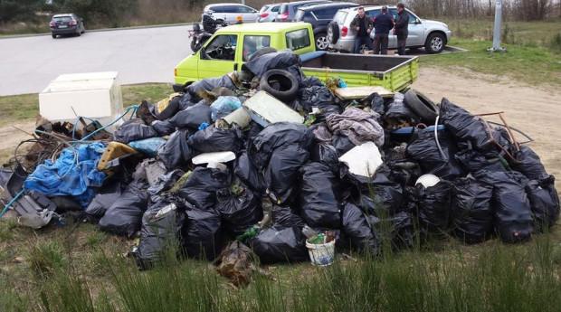 W minionych latach sprzątanie w dzielnicach odbywało się często dzięki oddolnym akcjom. W zeszłym roku podczas sprzątania okolic Wróbla Stawu mieszkańcy zebrali dosłownie górę śmieci.