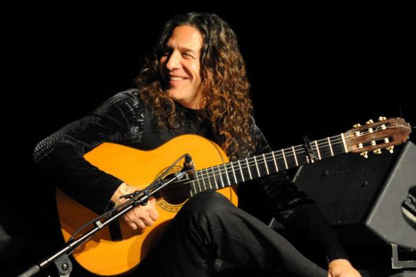 Jose Fernandez Torrez, lepiej znany jako Tomatito, pięciokrotny zdobywca Grammy, Prix Cesar i wielu innych. Autor dziesięciu własnych płyt i kolejnej dziesiątki nagranych wspólnie z innymi wielkimi świata muzyki, wystąpi w piątek 22 kwietnia o godz. 20 w Filharmonii Bałtyckiej.