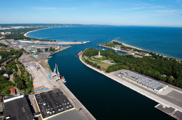 Już niedługo gdański port ma się wzbogacić o największy na południowym Bałtyku terminal do przeładunku towarów rolnych. Na zdjęciu wejście do gdańskiego portu.