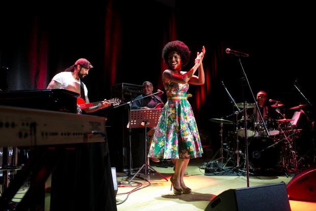 Przebojowa, charyzmatyczna Lura oczarowała publiczność nie tylko swoim głosem i materiałem z nowej płyty, ale i ekspresyjnym tańcem pośladków.